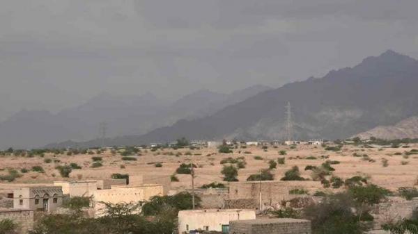 قناص حوثي يصيب امرأة عشرينية في حيس بعملية غادرة