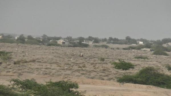 الحوثيون يستهدفون أحياء سكنية ومواقع للمشتركة بعدة مناطق جنوب الحديدة