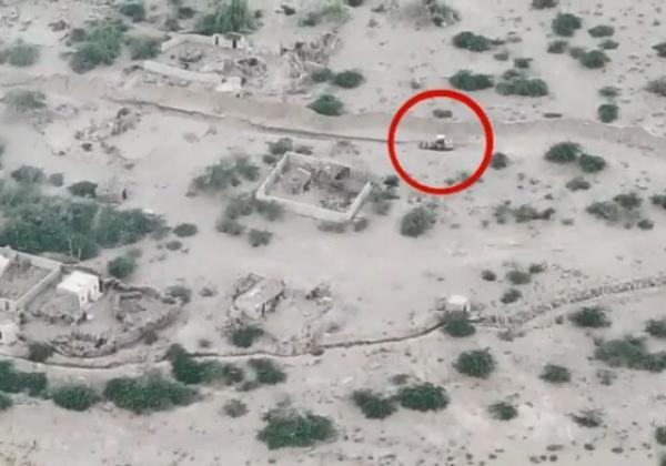 تدمير حفار للحوثيين لحظة استحداثه خندقاً داخل مدينة الحديدة