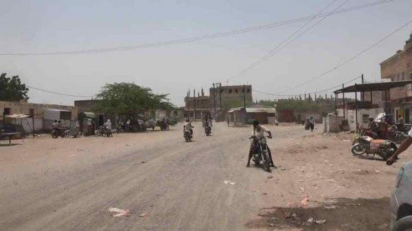 المليشيات الحوثية تستهدف منازل المواطنين في حيس واستشهاد مواطن داخل منزله