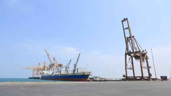 مسؤول محلي: أسلحة وصواريخ إيرانية تصل إلى الحوثيين عبر ميناء الحديدة