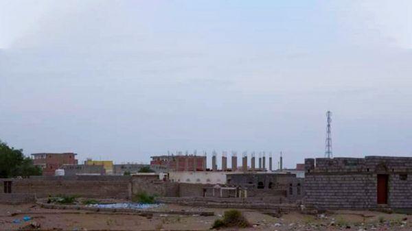 قصف حوثي للأحياء السكنية في التحيتا