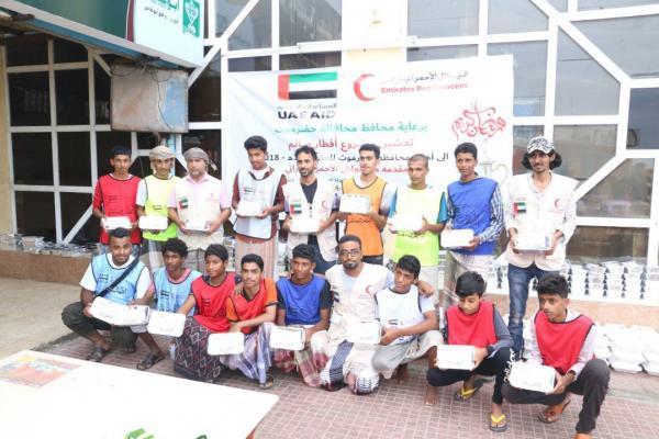 الهلال الأحمر الإماراتي يدشن مشروع إفطار الصائم