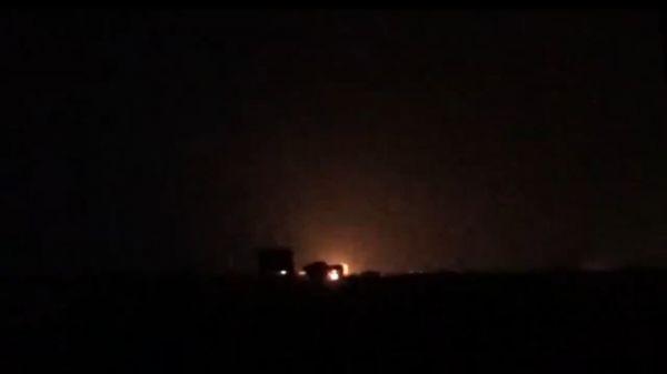مدفعية المشتركة تدمر مخزن أسلحة لمليشيا الحوثي ومصرع عدد من عناصرها جنوب الحديدة